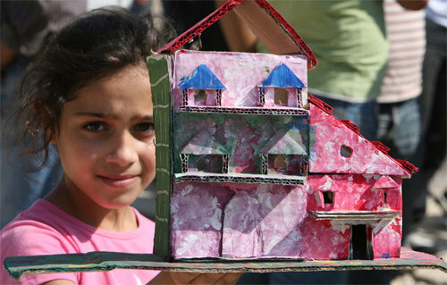 Photo: Girl at Palestinian refugee rally. Credit: AFP / Getty